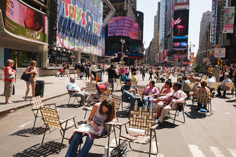times-square-nyc-chairs-photo0002